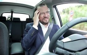 I rimedi contro il mal di testa in auto