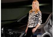 Claudia Schiffer è il nuovo volto del marchio Opel