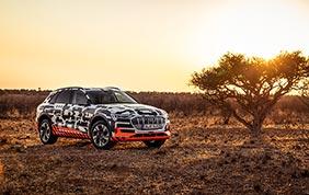 La nuova Audi e-tron sfida il deserto