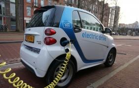 Auto elettrica e ricambi: business a rischio senza innovazione