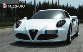 La prorompente Alfa Romeo 4C Tutta in alluminio e fibra