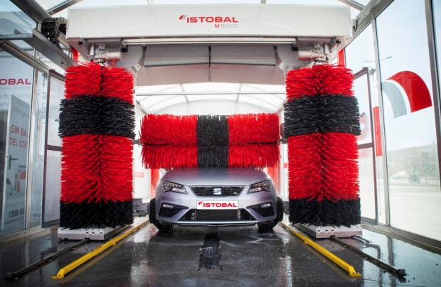 Come lavare l'auto d'estate?