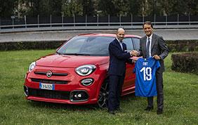 Roberto Mancini con la Fiat 500X Sport