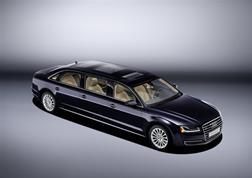 Audi A8 in versione XXL: all'interno ti senti come un Re!
