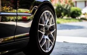 10 consigli per scegliere e manutenere i tuoi pneumatici
