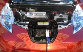 Sull'auto elettrica metti le mani in modo sicuro