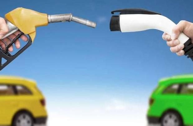 Auto elettrica tra ostacoli ed incentivi