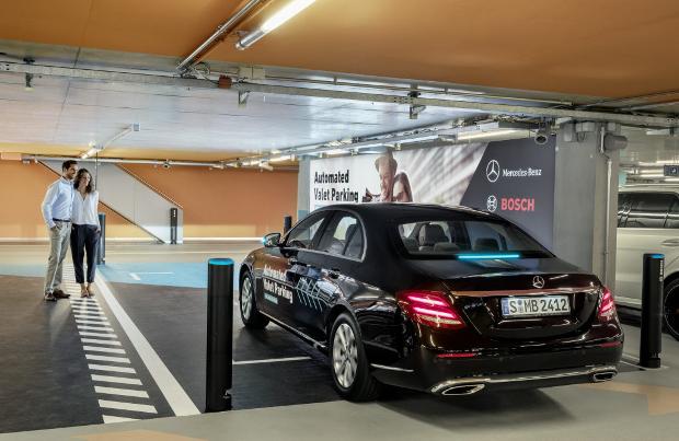 Parcheggiare l'auto con lo smartphone: ora si può!