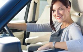 Donna al volante, attenzione costante