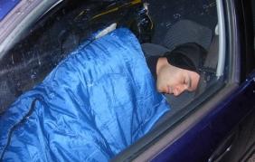 Dormire in auto: 5 pratici consigli