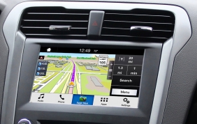 A bordo dei veicoli Ford utilizzi le App senza distrazioni