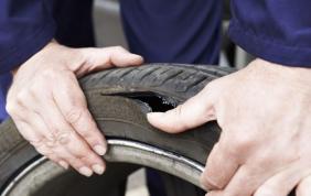 Oltre la metà degli italiani monta pneumatici deteriorati