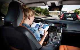 Gli italiani dicono no all'auto con guida autonoma