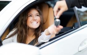 La manutenzione auto è donna
