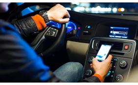 Multe fino a 2500euro per chi utilizza smartphone alla guida
