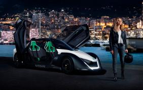 Margot Robbie battezza la nuova auto sportiva BladeGlider di Nissan