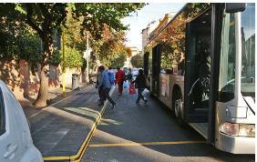 Roma dice basta al parcheggio delle auto nell'area di sosta dei bus