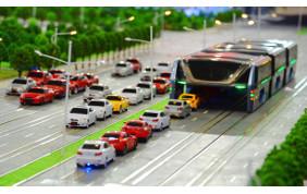 TEB, l'autobus gigante che inghiotte le automobili ed elimina il traffico
