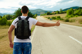 Vip e autostop: a chi dareste un passaggio lungo la strada?