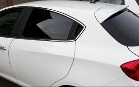 Come montare le pellicole oscuranti sui vetri dell'auto?