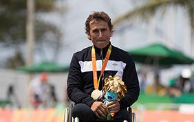 Alex Zanardi conquista la medaglia d'oro ai Giochi Paralimpici
