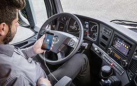 Mercedes-Benz punta sul CarPlay per la sicurezza alla guida