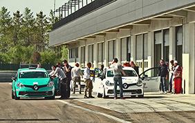 Clio RS 1.6 Turbo: sul circuito di Modena va in onda la Press League targata Renault