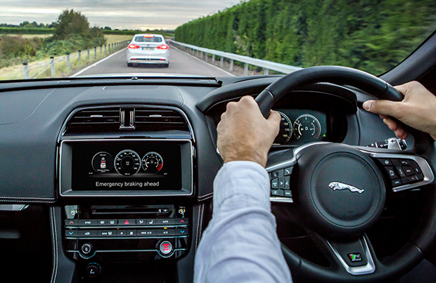 Jaguar Land Rover punta alla guida autonoma