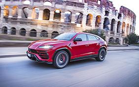 Una Lamborghini Urus in giro per il mondo