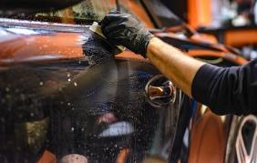 Auto pulita e brillante senza fatica?