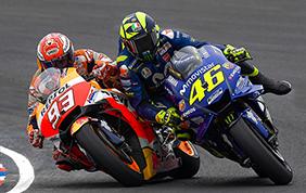 Scontro tra Marquez e Rossi: è bagarre anche fuori dai box!