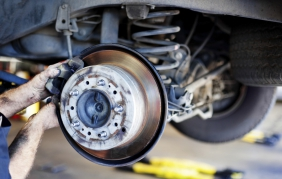 Manutenzione e riparazione auto: nel 2015 spesi 28 miliardi