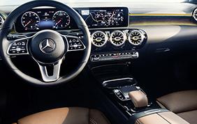 Mercedes svela gli interni della nuova Classe A ed è subito un boom di accessi