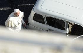 Papa Francesco e la sua Renault 4