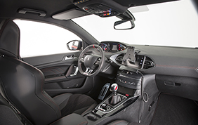 Consegnata la Peugeot 308 GTI all'Arma dei Carabinieri