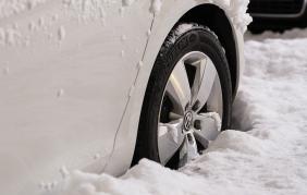 Da oggi scatta l'obbligo degli pneumatici invernali