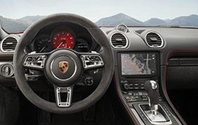 Porsche 718 Boxster e Cayman in allestimento GTS:  con rivestimenti in Alcantara