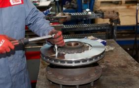 Come sostituire i dischi freno in piena sicurezza