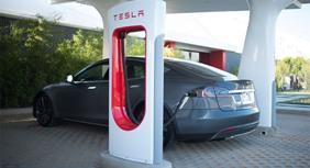 Tesla: l'auto elettrica si ricaricherà in 10 minuti