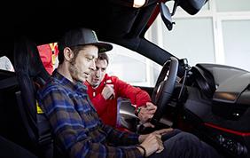 Valentino Rossi alla guida della Ferrari 488 Pista