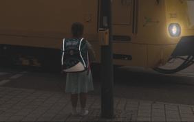Osram illumina lo zaino scolastico per la sicurezza dei ragazzi
