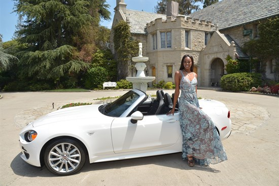 Playboy Eugena Washington con FIat 124 Spider