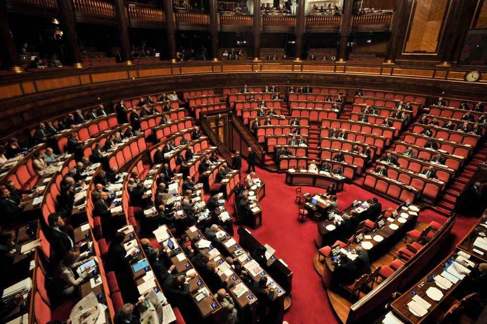 Diventa legge il decreto milleproroghe for Parlamento senato