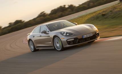 Porsche Panamera, la Sport Turismo debutta a Ginevra