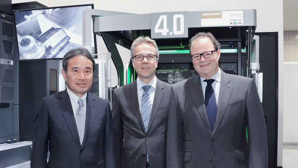 Da sinistra a destra: Dr.-Ing. Masahiko Mori, President of DMG MORI COMPANY LIMITED, Dr. Stefan Spindler, CEO Industrial of Schaeffler AG, and Christian Thönes, Chairman of the Executive Board of DMG MORI AG